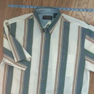 Roundtree & Yorke button-down SS Large